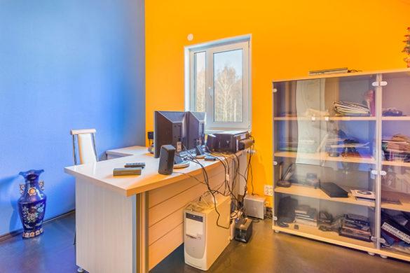 Фото кабинета в интерьерной фотографии для продажи коттеджа